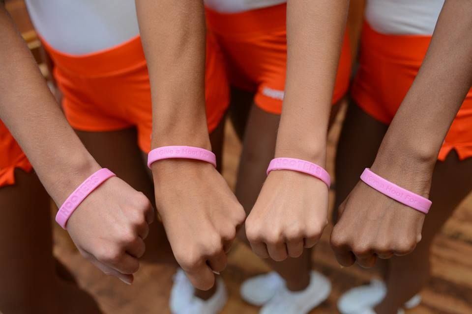 Hooters Calls on Nation to'Give A Hoot in the Fight Against Breast Cancer