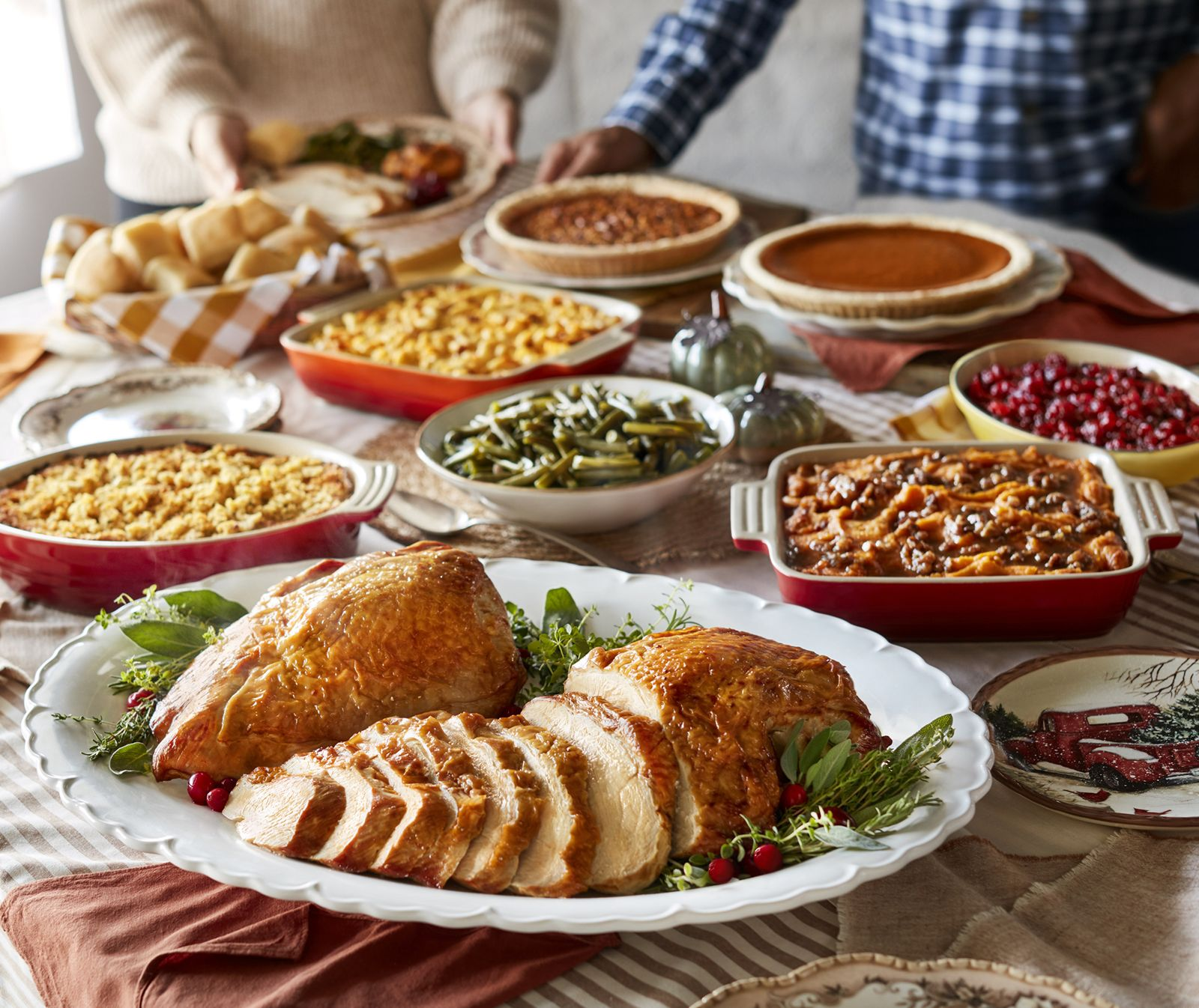 """Celebrating 50 Years of """"Pleasing People,"""" Cracker Barrel Old Country Store Offers Options to Make This Thanksgiving More Relaxing"""